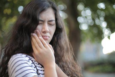 Пародонтоза 1 - жена със зъбобол